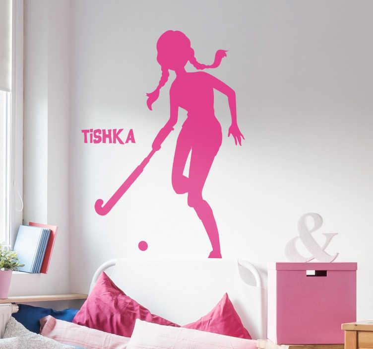 TenStickers. Muursticker sport Hockeyspeelster gepersonaliseerd. Decoreer de tienerkamer met deze gepersonaliseerde hockeyspeelster muursticker. Voeg een naam toe om de tienerkamer persoonlijker te maken.