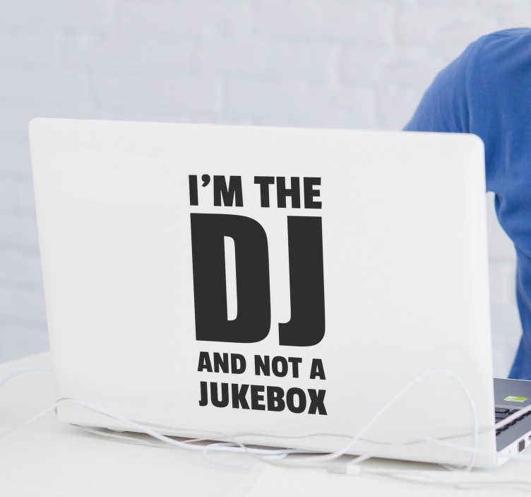 """TenStickers. Tekst sticker DJ. """"I'm the DJ and not a jukebox"""" maak deze boodschap duidelijk door deze sticker op uw laptop te plakken. Pas de kleur en afmetingen naar eigen wens aan."""