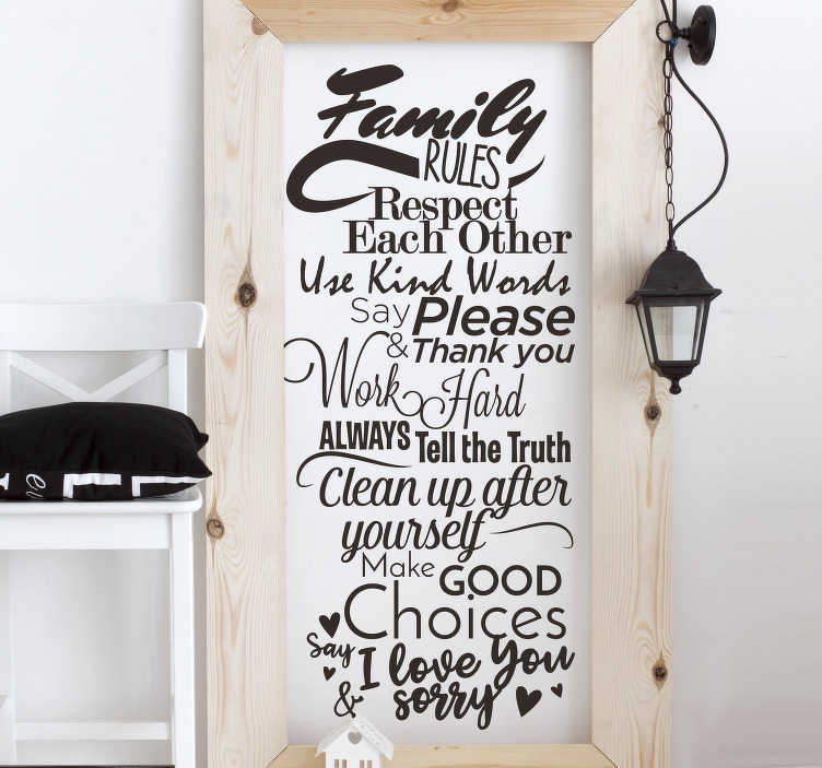 TenStickers. Tekstilmærkat. Fange familiens husregler med denne vægmærkat, der kan placeres i et hvilket som helst ønsket rum. Farve og størrelse justerbar.