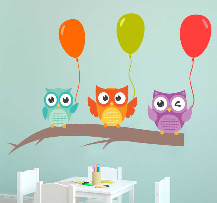 TenStickers. Muurstickers dieren Kindersticker uilen met ballonnen. Decoreer de kale muren van de kinderkamers met deze kleurrijke muursticker van uilen en ballonnen. Pas de afmetingen geheel naar eigen wens aan.