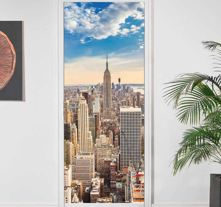 TenStickers. Skyskraber new york vægmaleri klistermærke. Tag ferieferien til dit hjem gennem denne nye york skyskraber dørklistermærke. Juster målene efter dine egne ønsker.
