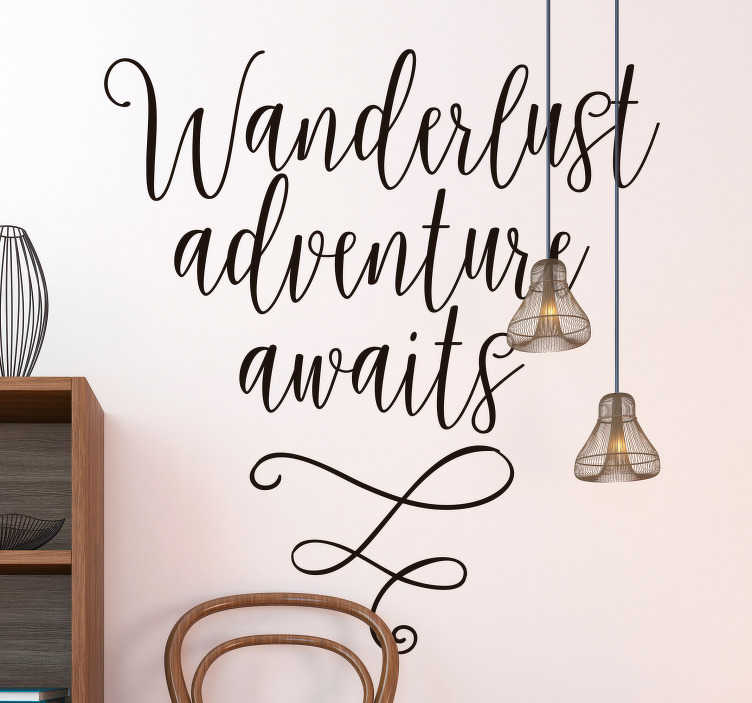 """TenStickers. Tekst muursticker wanderlust adventure awaits. Decoreer uw woning met de volgende tekst sticker """"Wanderlust adventure awaits"""". Kleur en formaat aanpasbaar. Express verzending 24/48u."""
