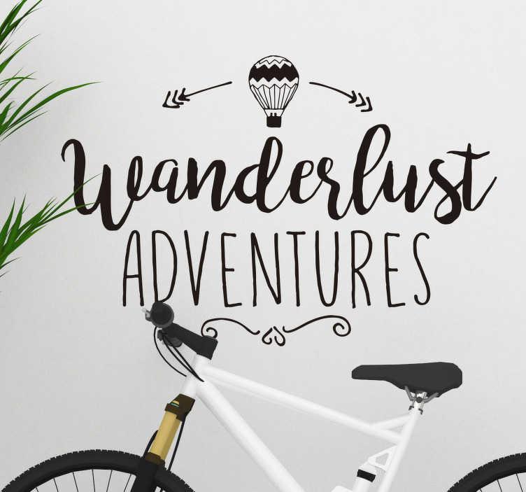 """TenStickers. """"wanderlust eventyr"""" + luftballon væg klistermærke. En perfekt vægklister til alle, der elsker at rejse! Dette unikke design med et """"wanderlust eventyr"""" billedtekst"""