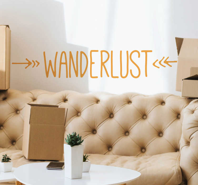 TenStickers. Wanderlust simpel stue væg indretning. Vis din lidenskab at rejse i dit hjem med denne væg klistermærke. Designet indeholder ordet wanderlust og to pile. Farve og dimensioner justerbar.