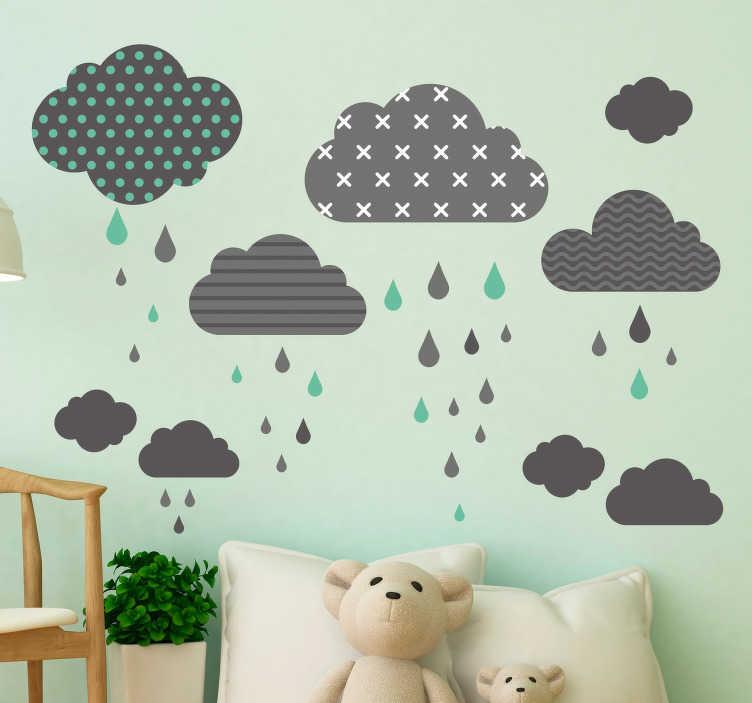 TenStickers. Skyer skandinavisk stil væg klistermærker til børn. Børneværelset vil være hyggeligt med denne vægklister med skyer og regndråber i flere farver. Juster dimensionen til dine egne ønsker.
