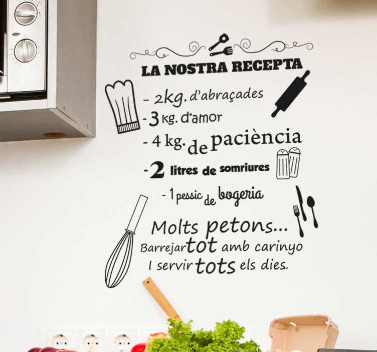 TenVinilo. Vinilo frase la nostra recepta. Original vinilo adhesivo en catalán de la receta de la casa llena de ingredientes positivos, cómo besos y abrazos. Atención al Cliente Personalizada.