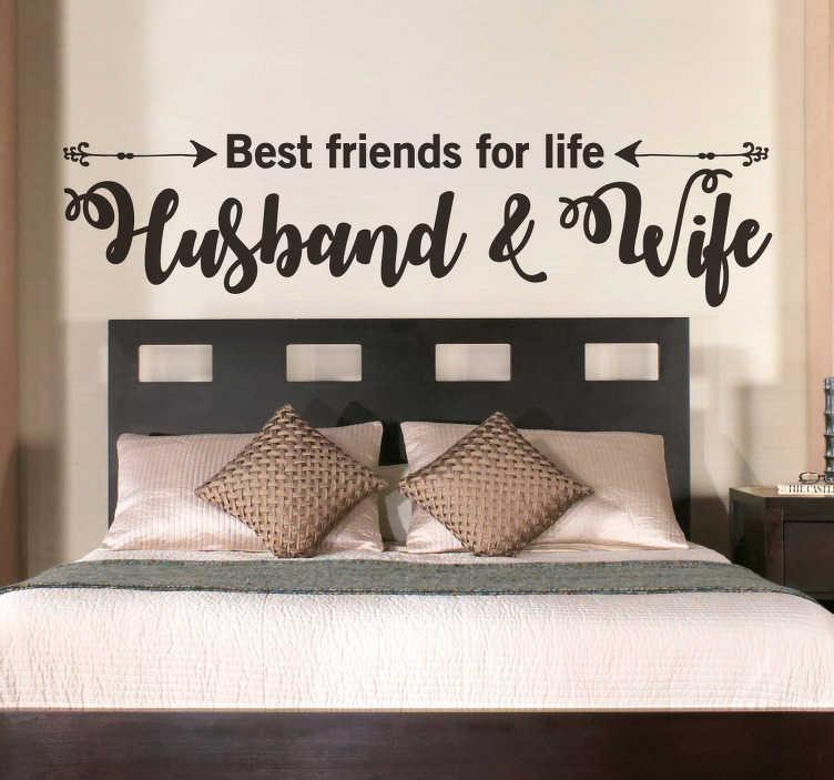 """TenStickers. Cytat na ścianę """"Best friends for life - Husband and Wife"""". Cytat na ścianę """"Best friends for life. Husband and Wife"""". Jeśli wraz z małżonkiem szukacie dekoracji ściennej do waszej sypialni, ta naklejka jest idealnym wyborem! Wysyłka 24/48h!"""
