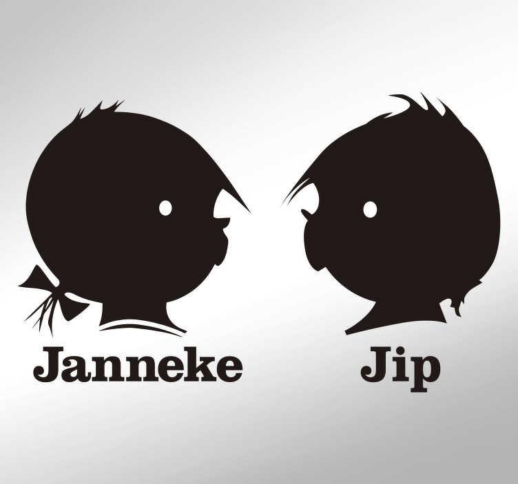 TenStickers. Silhouette stickers Jip en Janneke. Decoreer de kinderkamer met deze muursticker. Het ontwerp omvat de hoofden van Jip en Janneke met daaronder de namen. Eenvoudig aan te brengen.