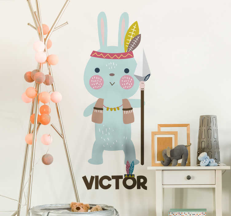 TenStickers. Sticker cameretta coniglietto indiano con nome. Adesivo murale personalizzato per dare un tocco di colore all'interno della camera del tuo bambino. Di semplice applicazione e originale.
