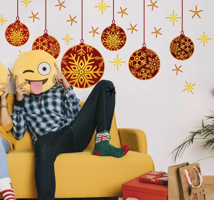 TenStickers. Naklejka wiszące bombki. Świąteczna dekoracja, przedstawiająca rysunek świątecznych bombek wraz z gwiazdkami. Spraw, aby Twój dom wyglądał pięknie i magicznie w nadchodzące święta! Wysyłka 24/48h!