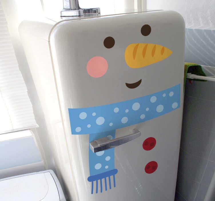 TenStickers. Naklejka z rysunkiem bałwanek. Zabawna naklejka na lodówkę z rysunkiem bałwanka z charakterystycznym noskiem z marchewki i niebieskim szalikiem! Spraw, aby Twoja kuchnia wyglądała wyjątkowo na święta Bożego Narodzenia! Codziennie nowe projekty!