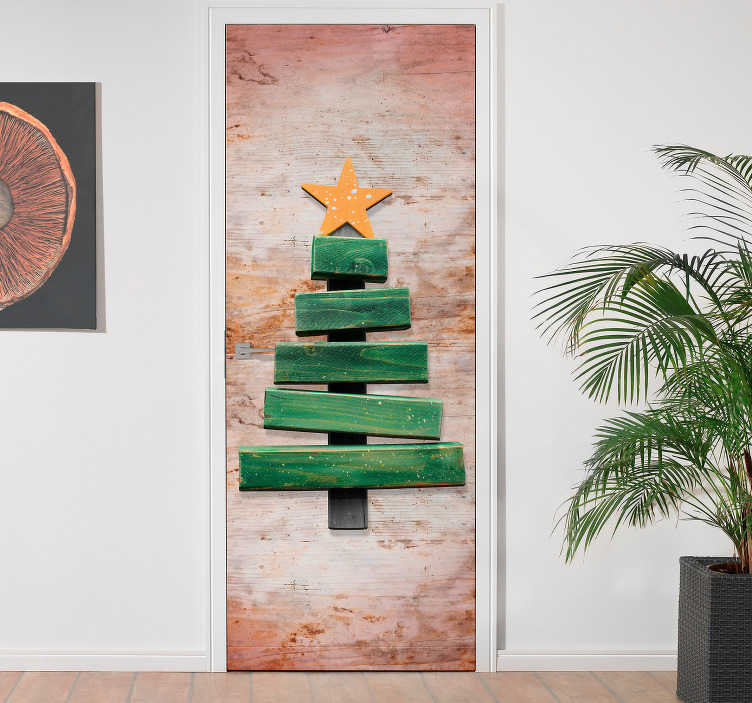 TenVinilo. Vinilo para puerta madera abeto. Vinilo decorativo para puerta con un diseño de un abeto de navidad hecho con listones de madera. Más de 10.000 clientes satisfechos con nuestros productos
