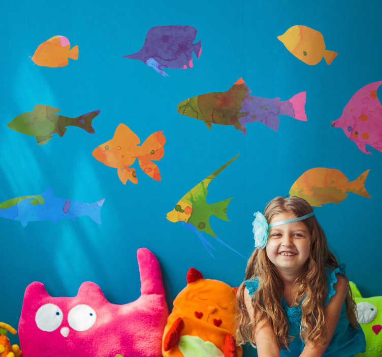 TenVinilo. Vinilo pared peces de colores. Vinilo decorativo con formado 10 peces de diferentes colores que simulan estar dibujados en pintura acuarela. Personaliza tu vinilo desde 2.99€.