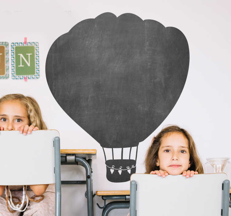 TenStickers. Varmluftsballon tavle klistermærke. Et originalt tavle væg klistermærke af en luftballon i børnehaven. Dimensioner kan justeres efter ønske. Også til vinduer og biler.