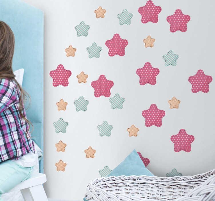 TenStickers. Kinderkamer muursticker sterren patronen. Een stickervel met sterren in verschillende formaten die u kunt plakken op de manier die u voor ogen heeft. Ervaren ontwerpteam.