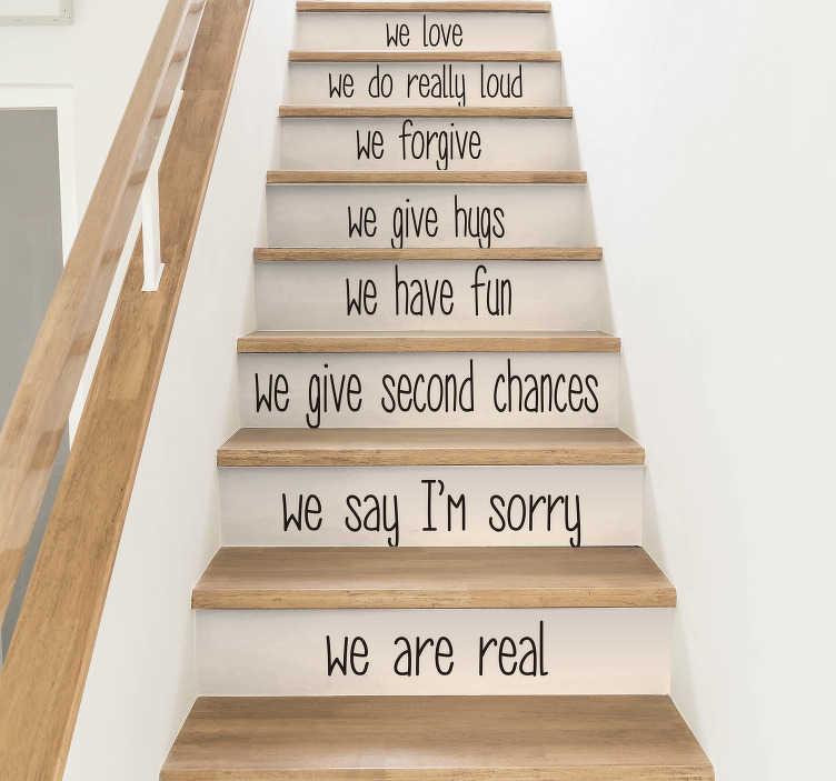 TenStickers. Tekst muursticker huisregels trap. Hartverwarmende huisregels die van toepassing zijn op uw familie. Kies een kleur, bepaal de afmetingen en plaats de tekst sticker op de traptreden.