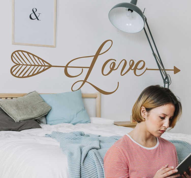 """TenStickers. Slaapkamer muursticker pijl liefde. Een muursticker met het woord """"Love"""", een pijl en een hart. Ideaal als slaapkamer decoratie. Kleur en afmetingen aanpasbaar. Express verzending 24/48h."""