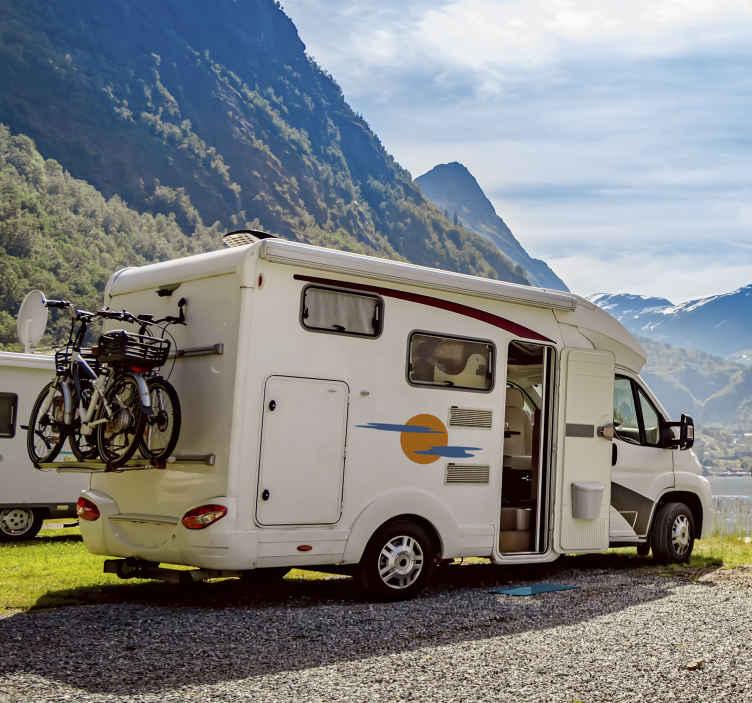 TenStickers. Wetenschap sticker zon met wolken. Personaliseer uw voertuig met deze vrolijke sticker met daarop een zon en wolken afgebeeld. Afmetingen aanpasbaar en zeer envoudig aan te brengen.