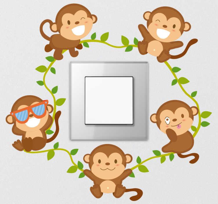 TenStickers. Naklejka z rysunkiem wesołe małpki. Naklejka na włącznik światła, przedstawiająca pięć wesołych małpek na lianie. Idealna dekoracja do pokoju dziecięcego, którą Twoje dziecko z pewnością pokocha! Stwórz swój wymarzony projekt!