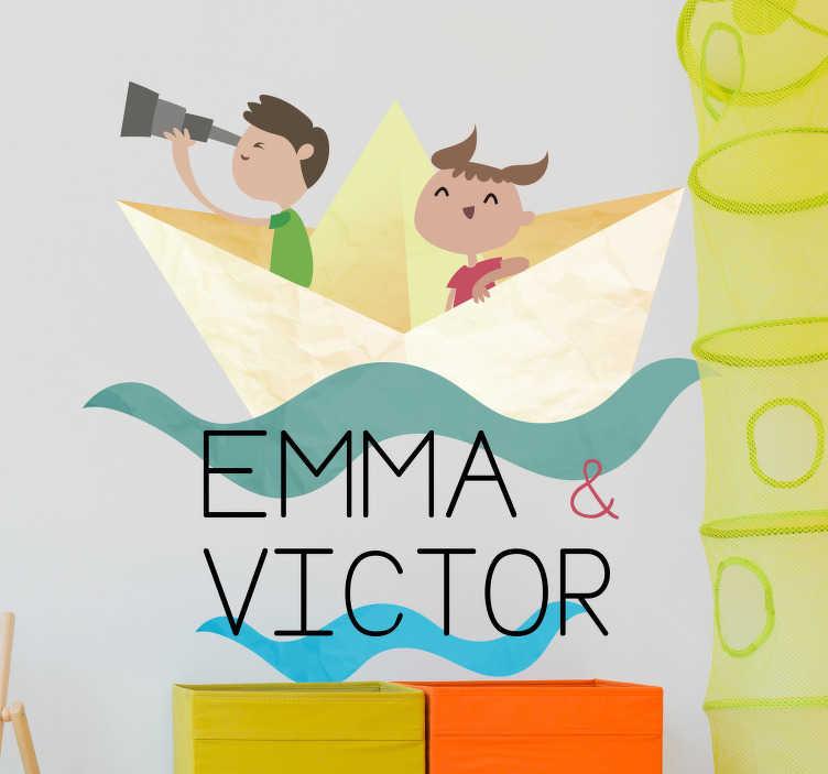 TenVinilo. Vinilo personalizable barquito de papel. Vinilo decorativo personalizable para pequeños marineros y aventureros, con personajes y nombres que podrás individualizar. Fácil aplicación y sin burbujas