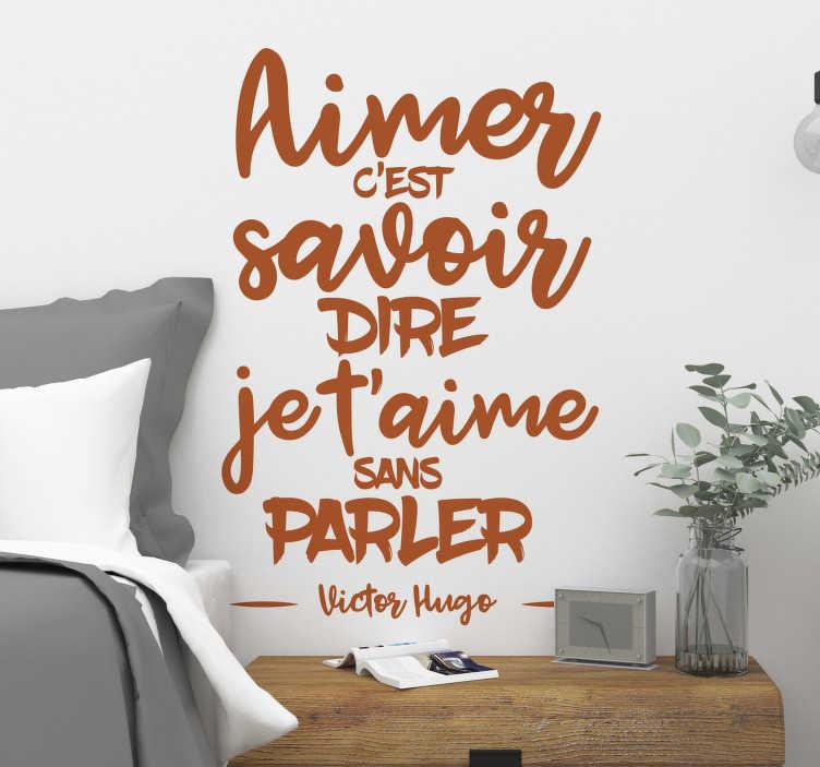 TenStickers. Sticker Littérature Citation Amour Victor Hugo. Découvrez notre sticker citation célèbre de Victor Hugo avec une belle phrase d'amour qui vous permettra de décorer votre salon ou chambre à coucher. Achat Sécurisé et Garantit.