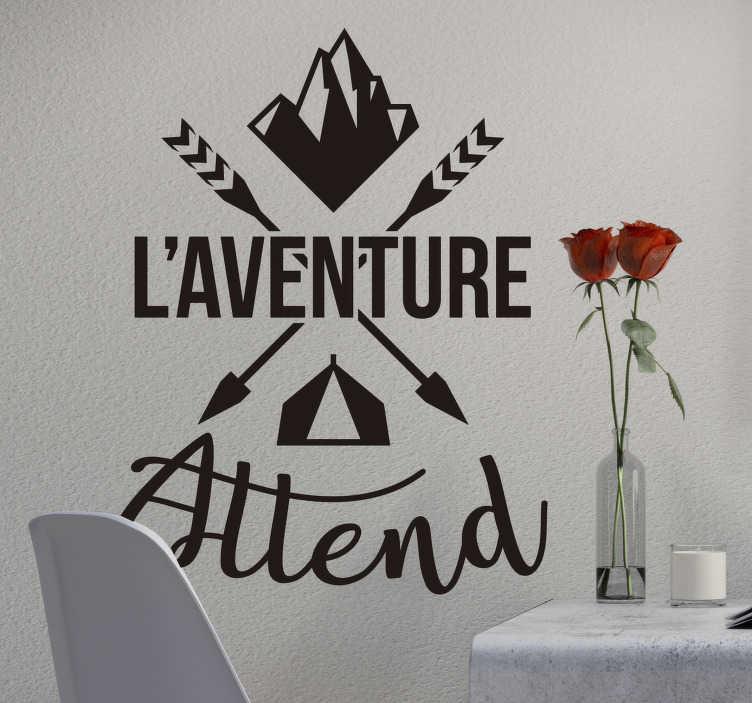 TenStickers. Stickers Monde l'Aventure vous Attends. Découvrez une nouvelle manière de décorer la chambre de votre enfant avec ce sticker phrase motivation l'aventure attend pour votre décoration intérieur. Qualité Garantie.