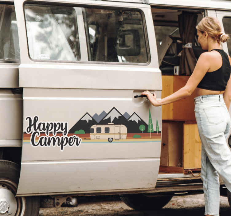 """TenStickers. Tekst Sticker Happy Camper. Deel uw passie met de rest van de wereld door deze sticker met de tekst """"Happy Camper"""" op uw caravan te plakken. Voordelig personaliseren."""