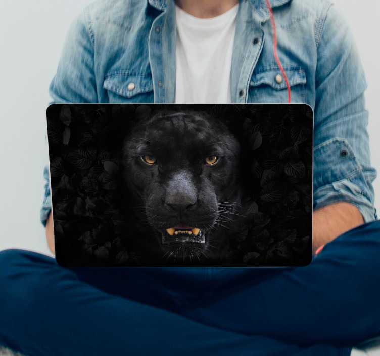 TenStickers. Laptop sticker zwarte panter. Creëer een elegante laptop look met deze bijzondere zwarte panter laptop sticker. Verkrijgbaar in verschillende afmetingen. Express verzending 24/48u.