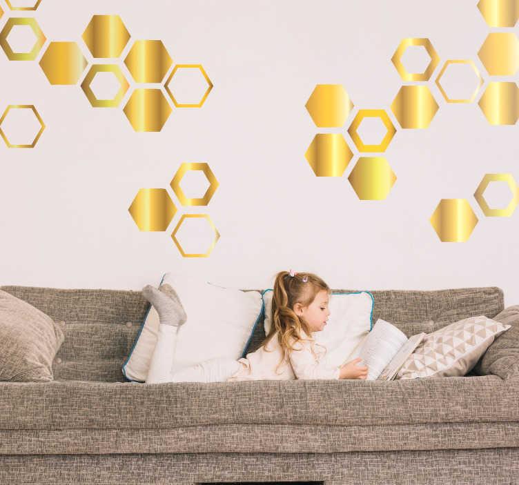 TenStickers. Autocolante sala de estar hexagonos dourados. Adesivos autocolantes de figuras geométricas para colar e decorar a sua casa. Medidas e cores personalizáveis.