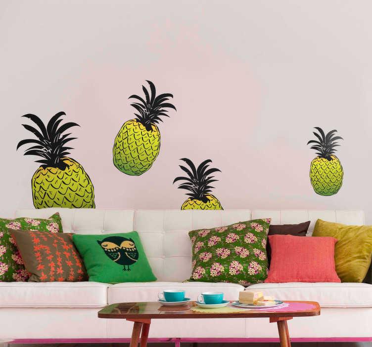 TenStickers. Sticker Fruit Ananas Colorés. Découvrer comment décorer l'une de vos pièces de votre maison avec notre sticker fruit d'ananas pour vous offrir une décoration intérieure fruitée pour résultat garantit. Livraison Rapide.