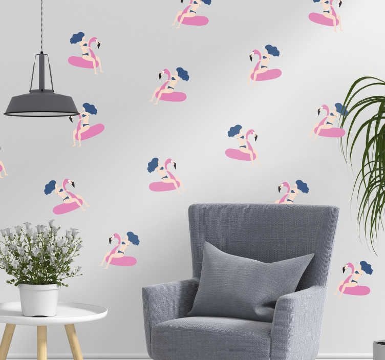 TenStickers. Naklejka na ścianę kobieta na flamingu. Jeśli tęsknisz za wakacjami, ta naklejka przedstawiająca kobietę na dmuchanym flamingu będzie idealną dekoracją na ściany w Twoim salonie lub sypialni! Spersonalizuj swoją naklejkę!