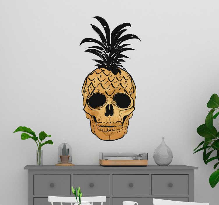 TenStickers. Naklejka do salonu Pop Art czaszka z ananasem. Naklejka ścienna wykonana w stylu Pop Art, przedstawiająca czaszkę wkomponowaną w ananasa! Ozdób ściany w swoim salonie czy sypialni z tą oryginalną naklejką! Wyprzedaż się kończy, zamów taniej teraz!
