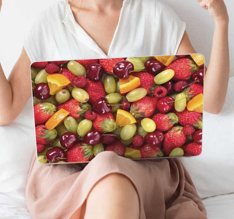 TenVinilo. Vinilo para portátiles Texturas de frutas. Original y colorida pegatina adhesiva para portátil formada por diferentes tipos de frutas cómo naranja, uva, cereza o fresa. Envío Express en 24/48h.