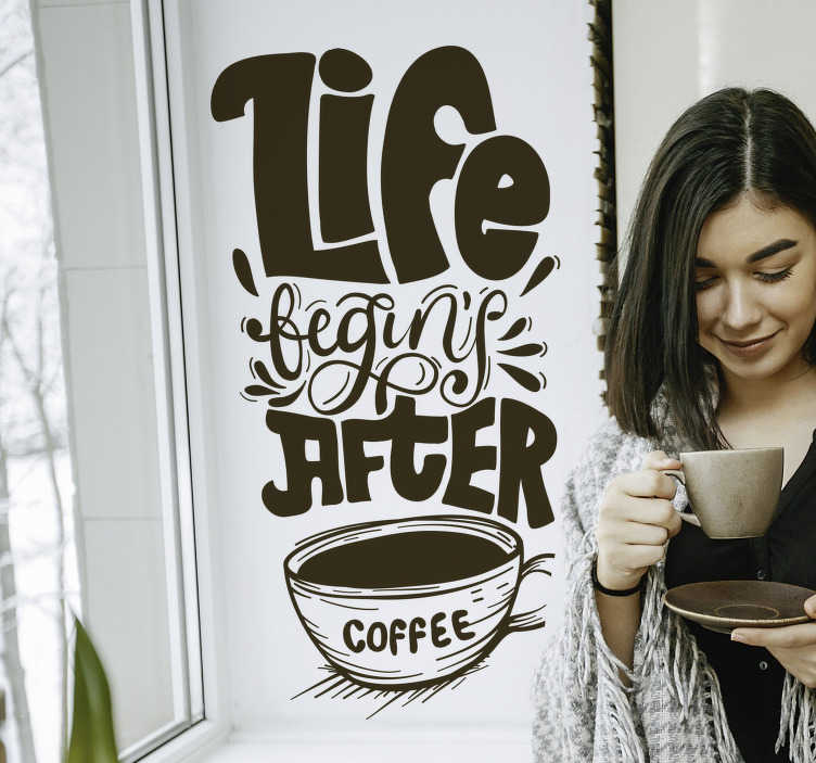 "TenVinilo. Vinilo pared life begins after coffee. Vinilo monocolor para la cocina con la frase ""Life begins after coffee"" acompañada de la ilustración de una taza de café. +50 Colores Disponibles."