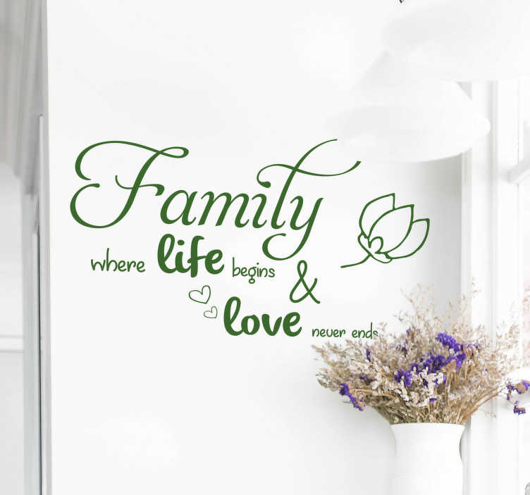 "TenStickers. Tekst muursticker family & love. Muursticker met de tekst ""Family where life begins & love never ends"". Verkrijgbaar in verschillende kleuren en maten. Eenvoudig aan te brengen."