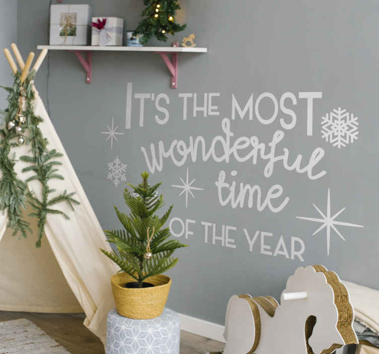 "TenStickers. Tekst muursticker the most wonderful time. Decoreer uw woning  tijdens de meest geweldige tijd van het jaar met deze muursticker met de tekst ""It's the most wonderful time of the year""."
