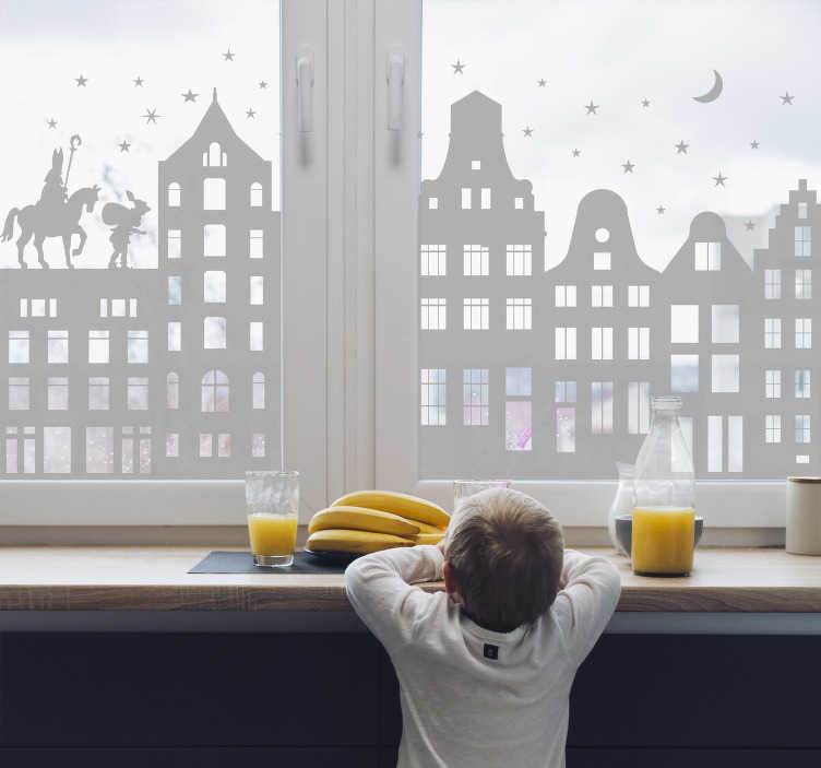 TenStickers. Raamsticker Sinterklaas raamhuisjes. Deze raamsticker omvat Sinterklaas en Zwarte Piet op het dak van een rijtje huizen. Ideaal voor het decoreren van etalages. Eenvoudig aan te brengen.