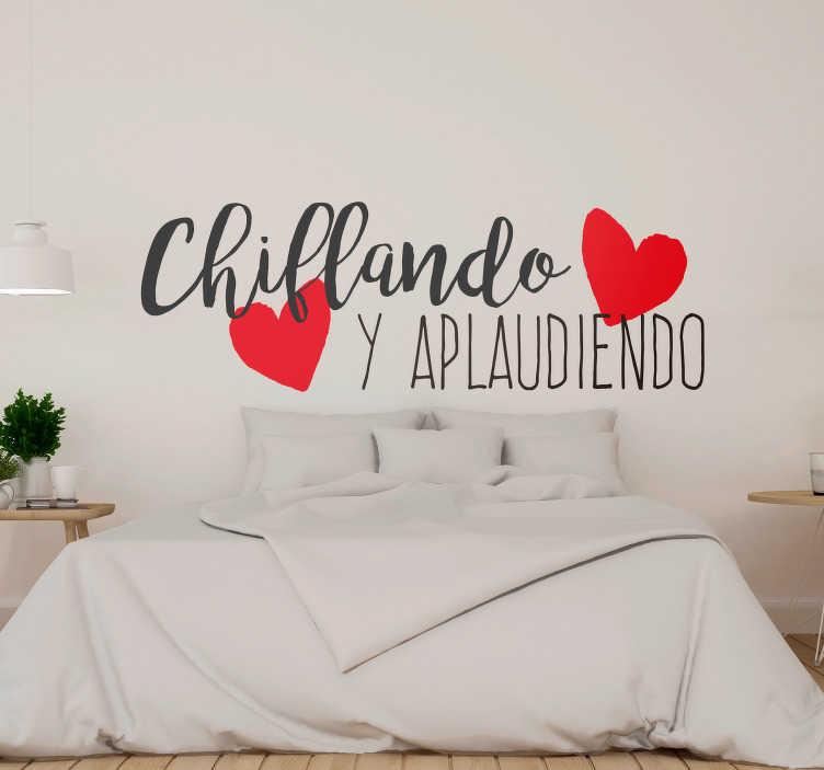 """TenVinilo. Vinilo pared Chiflando y aplaudiendo. Vinilo formado por una expresión mejicana """"Chiflando y aplaudiendo"""", la cual sirve para que una pareja deje de mostrar su amor. Precios imbatibles."""