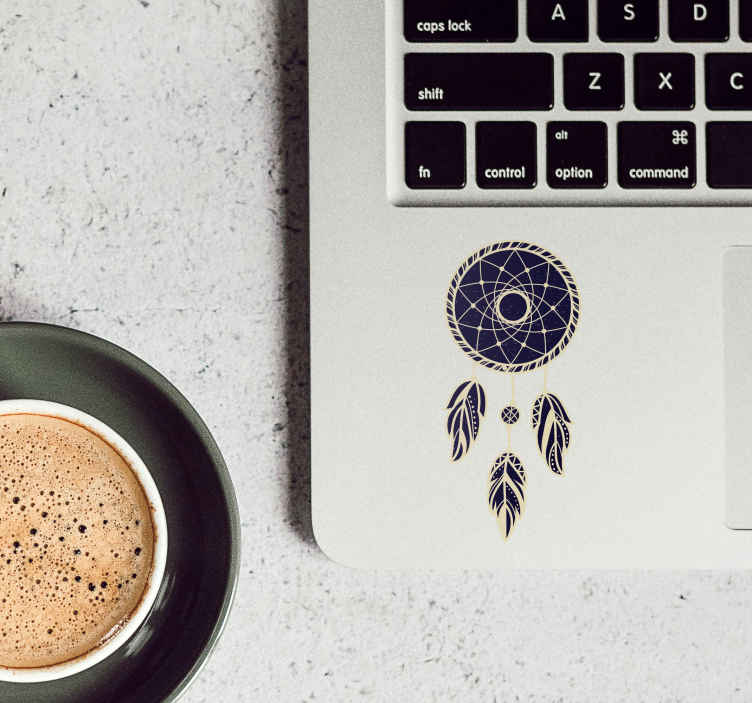 TenStickers. Laptop sticker dromenvanger. Decoreer uw laptop met dezedecoratieve stickerdie een prachtige dromenvanger illustreert. Verkrijgbaar in verschillende maten. Express verzending 24/48u.