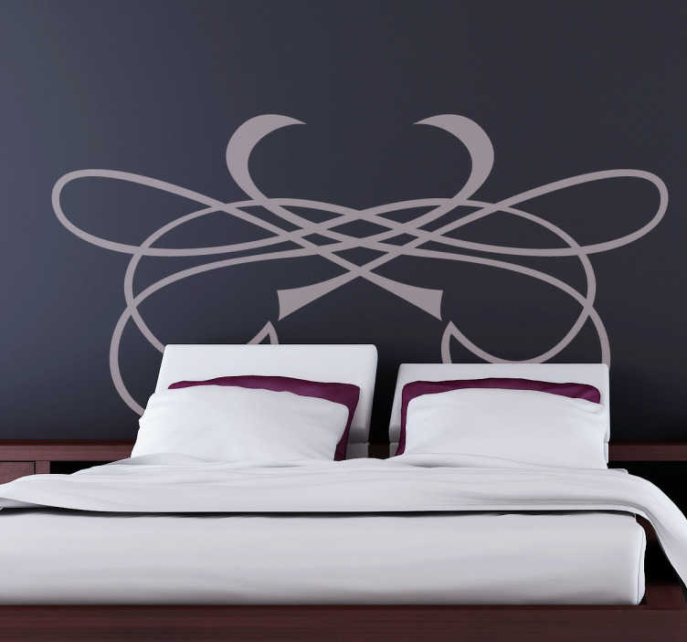 TenStickers. Stencil testiera cuore tagliente. Adesivo murale che raffigura un elegante decorazione fatta di linee sinuose. Ideale per abbellire la parete dietro alla testa del letto.
