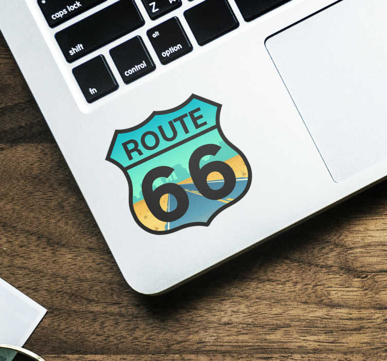 TenStickers. Autocolantes de viagens e aventuras route 66. Decore até o seu computador portátil com os nossos autocolantes e torne-o mais diferente e original. Medidas e cores personalizáveis.