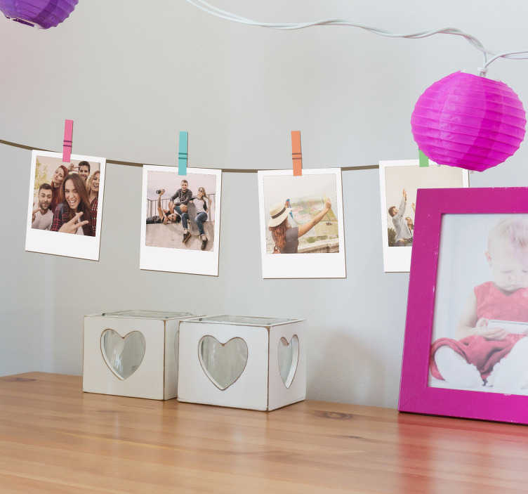 TenStickers. Sticker Maison Tirages Retro Polaroid. Découvrez comment décorer votre chambre enfant de manière originale avec notre sticker chambre enfant de photo personnalisables. Envoi Express 24/48h.