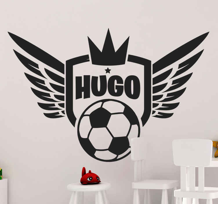 TenStickers. Naklejka królewska piłka. Naklejka dekoracyjna przedstawiająca piłkę nożną z wielkimi anielskimi skrzydłami i koroną górująca nad wszystkim.