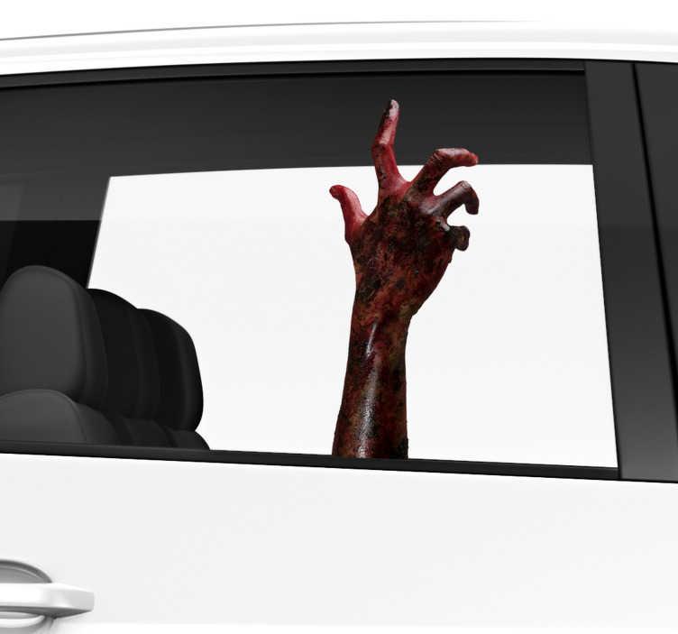 TenStickers. Zombie ruční auto nálepka okna. Ozdobte své vozidlo tímto fantasticky strašným oknem nálepkou, zobrazující zombie ruku přicházející zevnitř auta! Vyberte si velikost.