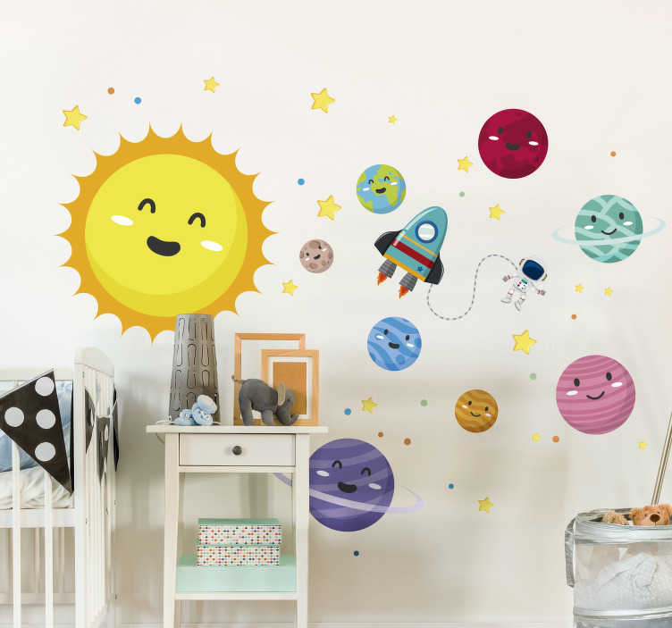 TenStickers. Kinderkamer muursticker zonnestelsel. Decoreer de kinderkamer met deze unieke, originele en kleurrijke muursticker, die de zon en elke planeet afbeeldt. 10% korting bij inschrijving.
