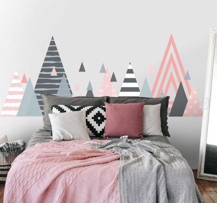 TenStickers. Naklejka do sypialni różowo-szare trójkąty. Idealna dekoracja do salonu lub sypialni, przedstawiająca różowo-szare trójkąty wypełnione różnymi teksturami! Nasi graficy pomogą Ci z projektem!