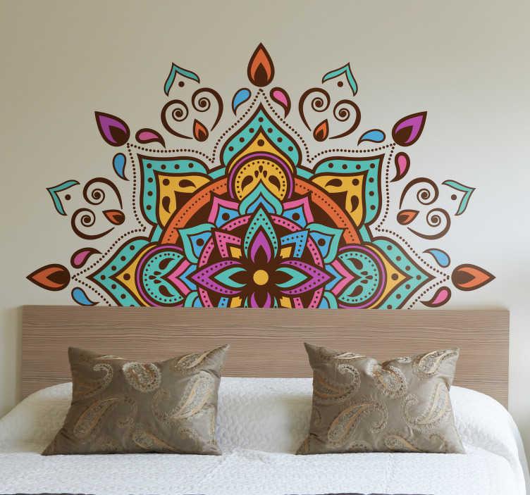 TenStickers. Wandtattoo Ornament Mandala bunt geometrisch. Einfacher geht nicht! Dieser bunte Mandala Wandtattoo gibt der präferierten Stelle Ihre Note von Individualität. Persönliche Beratung