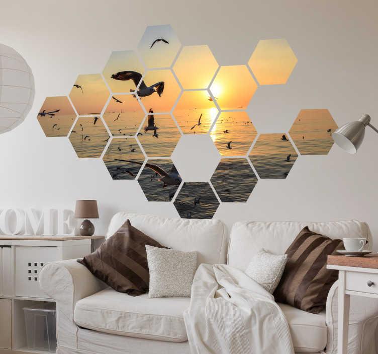 TenStickers. Naklejka na ścianę geometryczna mozaika. Naklejka na ścianę, która przedstawia geometryczną mozaikę, na której widoczny jest zachód słońca, morze i mewy, oryginalna dekoracja!