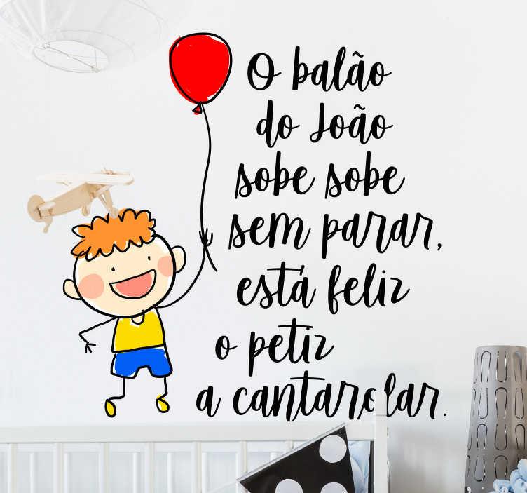 TenStickers. Autocolantes decorativos de canções infantis o balão do João. Autocolante decorativo para dar um toque mais moderno e personalizado à sua vida e pertences.  Stickers muito resistentes e duradouros.