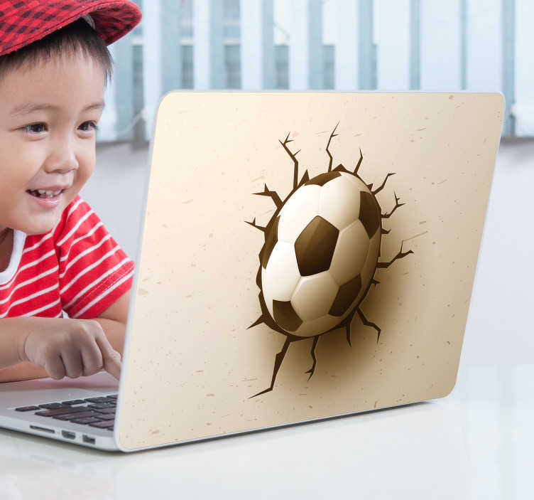 TenStickers. Laptop sticker 3d voetbal. 3d voetbal laptop sticker als kinderen laptop decoratie. Voetbal laptopsticker als cadeau? Dat kan! Laptop sticker voetbal en 3d voetbal laptopsticker